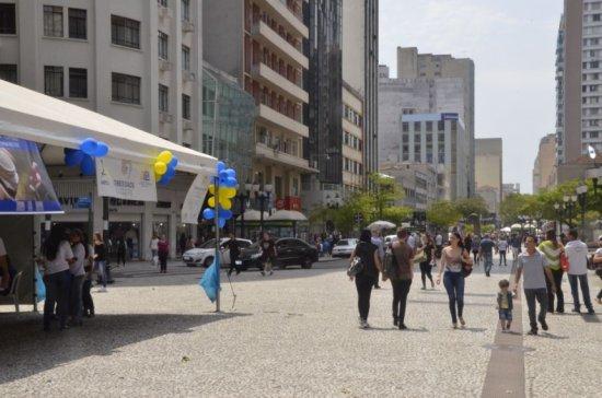 Ação da SBEM-PR e ABESO em Curitiba