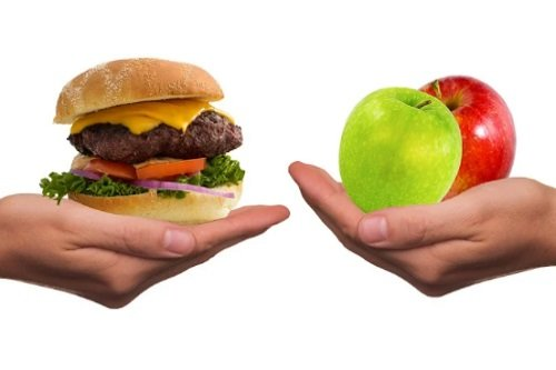 Adotar uma alimentação saudável é fundamental para evitar o colesterol alto.